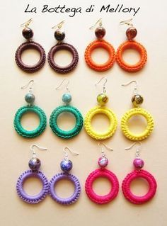 This Pin was discovered by Ela Tatting Jewelry, Thread Jewellery, Tatting Lace, Fabric Jewelry, Crochet Rings, Crochet Bracelet, Diy Crochet, Crochet Crafts, Diy Crafts