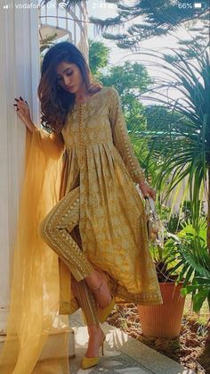 Casual Indian Fashion, Pakistani Fashion Party Wear, Pakistani Dresses Casual, Indian Fashion Dresses, Dress Indian Style, Pakistani Dress Design, Indian Designer Outfits, Fashion Outfits, Stylish Dresses For Girls