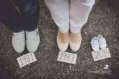 Cute baby announcement photo www.fernandagiara… – Kaylee Holgreen Cute baby announcement photo www.fernandagiara… Cute baby announcement photo www. Cute Baby Announcements, Baby Announcement Photos, Pregnancy Announcement Photography, Maternity Photography Poses, Maternity Poses, Maternity Photographer, Boudoir Photography, Photos Prénatales, Baby Shower Photography