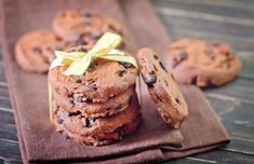 Dark Chocolate Chip Hazelnut Cookies made with hazelnut flour! @bobsredmill