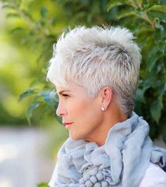 Creative and Modern Tricks Can Change Your Life: Older Women Hairstyles Natural messy hairstyles half up.Women Hairstyles Over 50 Jane Fonda women hairstyles over 50 gray.Women Hairstyles Over 50 Jane Fonda. Pixie Haircut Styles, Longer Pixie Haircut, Short Pixie Haircuts, Curly Hair Styles, Pixie Hairstyles, Haircut Short, Trendy Hairstyles, Hairstyles Haircuts, Fringe Hairstyles