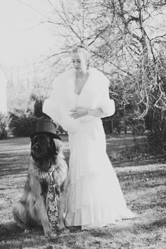 A classy, vintage wedding pets shot | @Jenelle Isaacson Kappe #wedding #pets