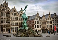 Brabo Fontein. Grote Markt, Antwerp, Belgium.  https://victortravelblog.com/2014/11/19/belgium-antwerp-rubens-churches-diamonds/