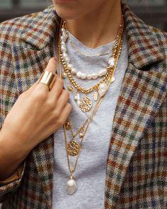 moda bigiotteria - Le perle barocche e i multistrato di catene oro // Photo Credit: Pinterest @oppo914080