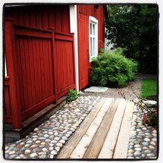 Ute - En klippbok om inredning Dream Garden, Home And Garden, Sweden House, Red Houses, Garden Fencing, Outdoor Living, Outdoor Decor, Garden Inspiration, Garden Design
