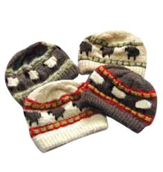 【㈱サフォーク製草木染め羊柄手編み帽子】左上の帽子は地色はくるみ(こげ茶)羊柄部分は生成り、線黄緑(ヨモギ)です。左下の帽子は地色は生成り羊柄の部分はジャコブ(角が4本ある羊です。)線赤色(スオウ)商品ページ→ http://petit-merry.shops.net/item?itemid=2058