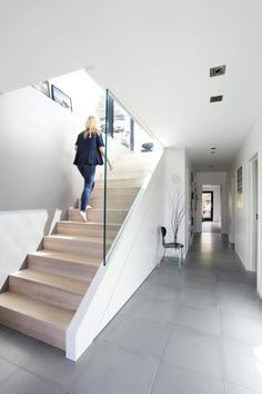 I adore this color scheme. Definitely one of those simplify House Stairs adore Color neutrals Perfect scheme simplify Home Stairs Design, Interior Stairs, Home Interior Design, Stair Handrail, Staircase Railings, Spiral Staircases, Banisters, Modern Hallway, Modern Stairs