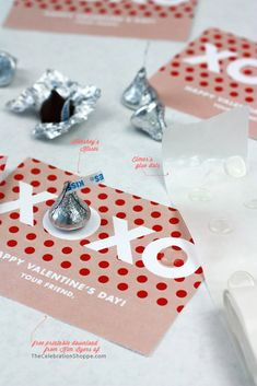 Free Valentine Printable Download | Hugs and Kisses XOXO with @HERSHEY'S KISSES | TheCelebrationShoppe.com #kimbyers #freevalentine