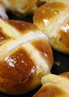 paasbolletjies Buttermilk Rusks, Pubs And Restaurants, Hot Cross Buns, South African Recipes, Easter Celebration, Bread Rolls, Sugar And Spice, Yummy Food, Favorite Recipes