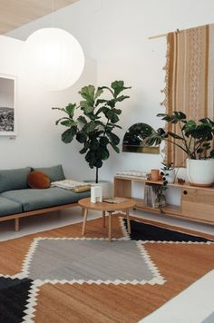 Rugs Home Decor : graphic rug in modern living room Decor Object Boho Living Room, Living Room Interior, Living Room Decor, Bohemian Living, Living Rooms, Deco Ethnic Chic, Cheap Home Decor, Diy Home Decor, Home Decoracion