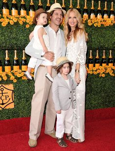 • Rachel Zoe and her family coordinated in neutral ensembles •