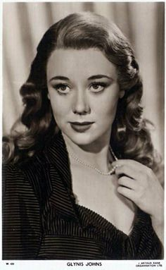 High resolution pictures of the film (movie) star actress - Glynis Johns Old Hollywood Stars, Old Hollywood Glamour, Classic Hollywood, Vintage Hollywood, Glynis Johns, Old Film Stars, Actor Secundario, Alec Guinness, Star Actress
