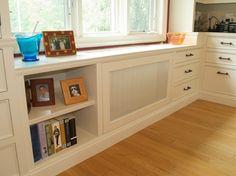 cache radiateur design en blanc avec tiroirs intégrés et sol en parquet massif