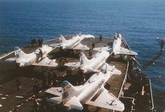 """Portaaviones """"25 de Mayo"""" ... Falklands War, Aircraft Photos, Armada, Aircraft Carrier, Military Aircraft, Warfare, The 4, Photo Art, Coloring Books"""