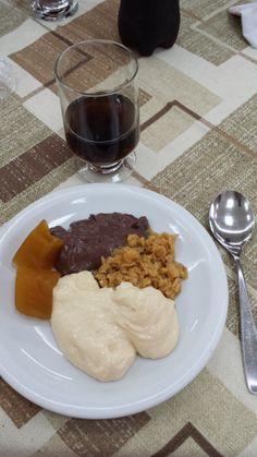 Sobremesa perfeita: Musse de Maracujá, Creme de Chocolate, Ambrozia e Aboborá Caramelada... #nham (foto by @Luis Giles Tamiosso (luccks))