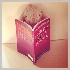 Ebbene sì, anche i coniglietti amano leggere racconti del mistero http://reader.ilmiolibro.kataweb.it/v/1154685/i-colori-della-paura_1155323 #IlMioEsordio2015