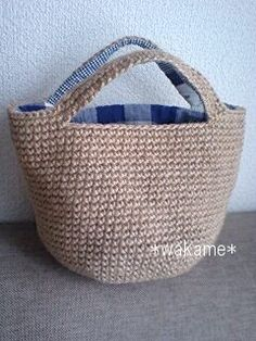 See the handle and lining fabric. Crochet Clutch Bags, Crochet Tote, Crochet Handbags, Crochet Purses, Hemp Yarn, Japanese Bag, Market Bag, Knitted Bags, Crochet Accessories
