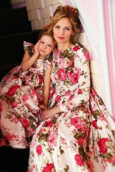 Mother and daughter Mother Daughter Fashion, Mom Daughter, Daughters, Mom And Baby Outfits, Family Outfits, Little Girl Dresses, Girls Dresses, Coachella Dress, Baby Kind