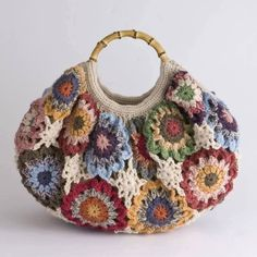 Transcendent Crochet a Solid Granny Square Ideas. Inconceivable Crochet a Solid Granny Square Ideas. Mode Crochet, Crochet Shell Stitch, Crochet Tote, Crochet Handbags, Crochet Purses, Crochet Granny, Crochet Crafts, Knit Crochet, Crochet Stitches