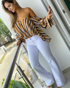 Love any looks with white jeans/pants Classy Outfits, Chic Outfits, Beautiful Outfits, Spring Outfits, Fashion Outfits, Moda Outfits, Dress Fashion, Casual Chic, Casual Wear