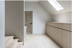 Renovatie met natuurlijke materialen - Portfolio - Expro - Interieurarchitect Josfien Maes Attic Rooms, Stairs, Room Decor, Interior Design, Storage, Nice, Outdoor Decor, House, Studio Ideas