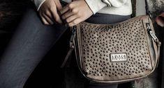 0559732476e Bolso bandolera Lois para mujer en color marrón.  lois  bolso  bolsolois