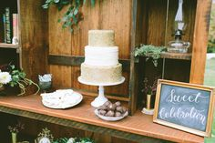 Baker: Nothing Bakes Like A Parrott /  Photo: @jamiemercurio. See more ideas at www.realmaineweddings.com!