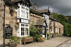 The Old Nags Head, Edale, Peak District, Derbyshire English Country Gardens, English Countryside, England And Scotland, England Uk, Sheffield, Villages In Uk, Peak District England, Manchester, Places Ive Been