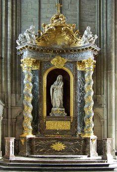 autel baroque à la Vierge,  cathédrale d'Amiens. Picardie