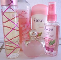 Pink Sugar is my favorite perfume! Beauty Care, Beauty Skin, Beauty Hacks, Parfum Paris, Bath N Body Works, Body Mist, Smell Good, The Body Shop, Face And Body