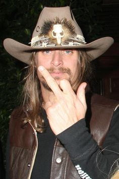 Kid Rock Got the long hair swingin middle finger in the air. Give the next generation a big, Fuck You! Rock Music, My Music, Ranger, Kid Rock Picture, My Rock, Def Leppard, Thats The Way, Classic Rock, My Man