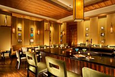 Pan Pacific Seattle |  luxury bars, best bars,bar interior design, USA | #bestrbars #luxurybars #rbarinteriordesign #USA | More: http://www.designcontract.eu/hospitality/london-night-glamorous-bars/