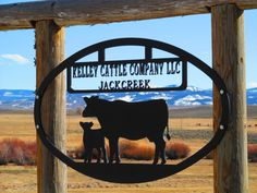 Ranch Sign Farm Entrance, Entrance Signage, Metal Projects, Metal Crafts, Farm Plans, Cattle Farming, Le Far West, Recycled Art, Metal Signs