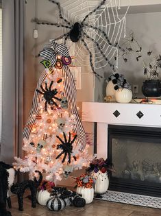 Halloween decorations and Halloween games will give rise to all sorts of Halloween sounds and images that will conjure up […] Halloween Christmas Tree, Halloween Tree Decorations, Casa Halloween, Halloween Outside, Halloween Home Decor, Halloween Season, Holidays Halloween, Halloween Crafts, Halloween Stuff