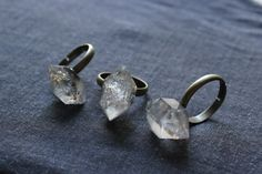 raw Herkimer Diamond Ring raw stone ringquartz by xuanqirabbit Antique Diamond Rings, Gold Diamond Rings, Diamond Pendant, Quartz Ring, Quartz Crystal, Crystal Ring, Rock Rings, Stone Rings, Crystal Engagement Rings