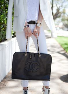 Chanel Black Caviar Jumbo Laptop Bag. Features 2 interior zippered pockets 1 slot pocket and 2 pen pockets. There are no stains both inside and out of the purse. Gold chains and hardware are shiny with no fading or tarnishing. No wear is seen on the leather straps. Corners are intact.