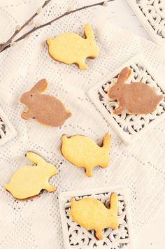 Házi pilóta keksz recept - húsvéti nyuszi keksz Easter bunny biscuits filled with chocolate ganache Chocolate Ganache, Easter Bunny, Gingerbread Cookies, Mousse, Biscuits, Gingerbread Cupcakes, Crack Crackers, Cookies, Moose
