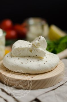 Queso Fresco - Miss Vinagre Queso Fresco Cheese, Queso Cheese, Cheese Bread, How To Make Cheese, Food To Make, White Cheese Dip, Guatemalan Recipes, Venezuelan Food, Deli Food