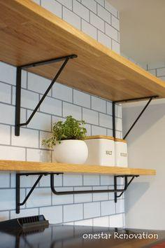 マンションリノベーション/ブラックアイアン/グレータイル/アイアンとアクセントクロスのオシャレな家 Shelves, Kitchen, Room, Home Decor, Bedroom, Shelving, Cooking, Decoration Home, Room Decor