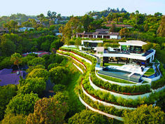 Schitterend huis aan Laurel Way 1201 Beverly Hills on http://on.dailym.net/NqcX3q - Aan Laurel Way 1201 Beverly Hills ligt een schitterend huis wat ontworpen is door Michael Palumbo en Marc Whipple. Waarde, slechts 36 miljoen dollar.   Schitterend huis aan Laurel Way 1201 Beverly Hills Hollywood en Beverly Hills is de plek waar de rich and famous hun huizen hebben, Laurel Way...
