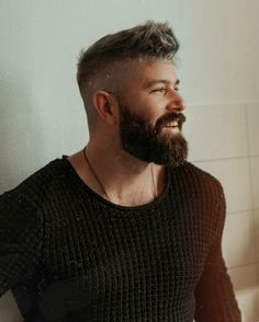 Discover recipes, home ideas, style inspiration and other ideas to try. Faded Beard Styles, Beard Styles For Men, Hair And Beard Styles, Short Hair Styles, Beard Haircut, Fade Haircut, Mens Hairstyles With Beard, Haircuts For Men, Beard Fade