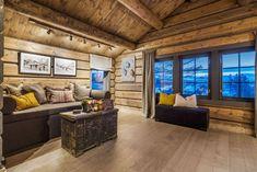 OPPLEV NYE RØROSHYTTA VISNINGSHYTTE! | FINN.no Cabin Interiors, Nye, House Ideas, Real Estate, House Design, Couch, Windows, Living Room, Furniture