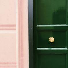 beautiful colour palette in Santa Margherita near Portofino. Blush pink, emerald green and brass.