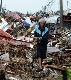 Filipinas se declara en estado de calamidad, 10 mil muertos tras el devastador tifón Haiyan.