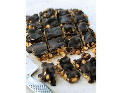Vi giver dig opskriften på en dejlig chokoladebar med peanuts. Nyd den sundere version af snickers med god samvittighed!