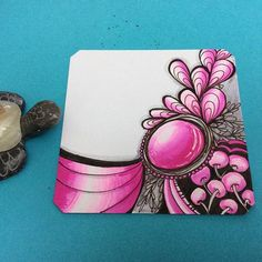 We always love the incredible zan gem doodles created by @jessicasandersart with their Chameleon Pens. All of the pink in this drawing was done with just one pen!! #doodlelove. #onepenblends #chameleonpens #fuchsia #doodle #zen #zia #gem #pink