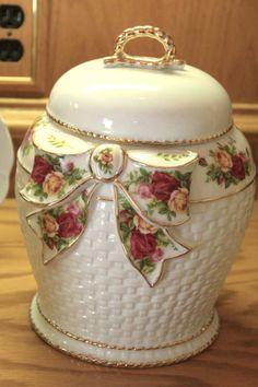 •♥•Royal Albert China Old Country Roses Cookie Jar •♥•