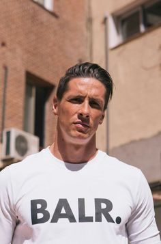 Fernando Torres balr Football Is Life, Football Soccer, College Basketball, Old Trafford, European Football, Arsenal Fc, Manchester City, Haircuts For Men, Football Players