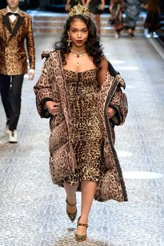 Dolce & Gabbana Fall 2017 Ready-to-Wear Collection Photos - Vogue Couture Fashion, Runway Fashion, High Fashion, Fashion Show, Womens Fashion, Fashion Design, Vestidos Animal Print, Animal Print Dresses, Dolce & Gabbana