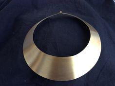 Cuello de bronce bañado en oro de 18k.  By Verónica Flores